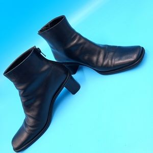 VTG BLACK LEATHER SQUARE TOE ANKLE BOOTS ITALY 6